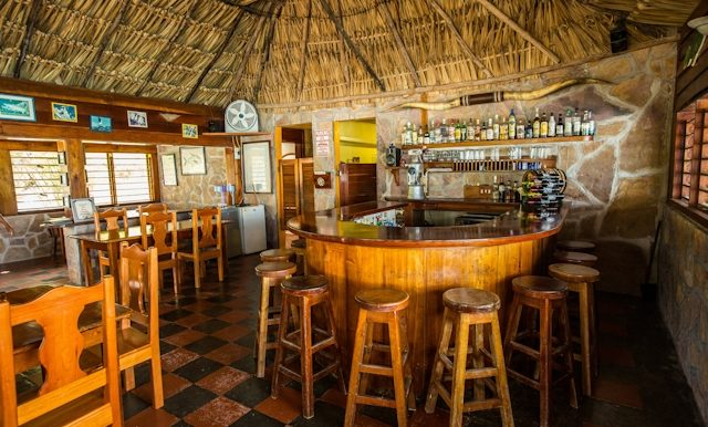 cocos_dining_room_bar